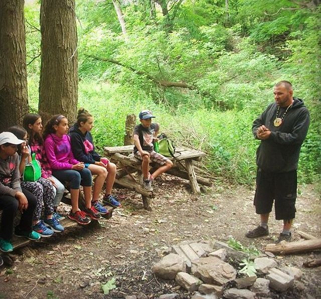 #Enviromental change is in the hands of the future.  Students with Creator and Nature Guide of TAET Alan Colley 🌲  Teaching circles are incorporated during all Tours - so that participants can both learn the importance and experience the beauty of Mother Earth.  #earthislife #waterislife #traditionalknowledge