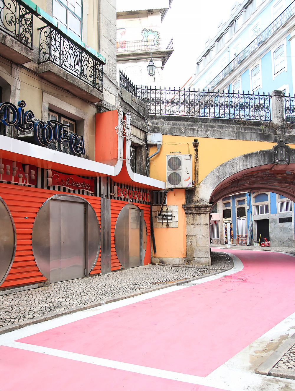 Cais do Sodré, The Pink Street