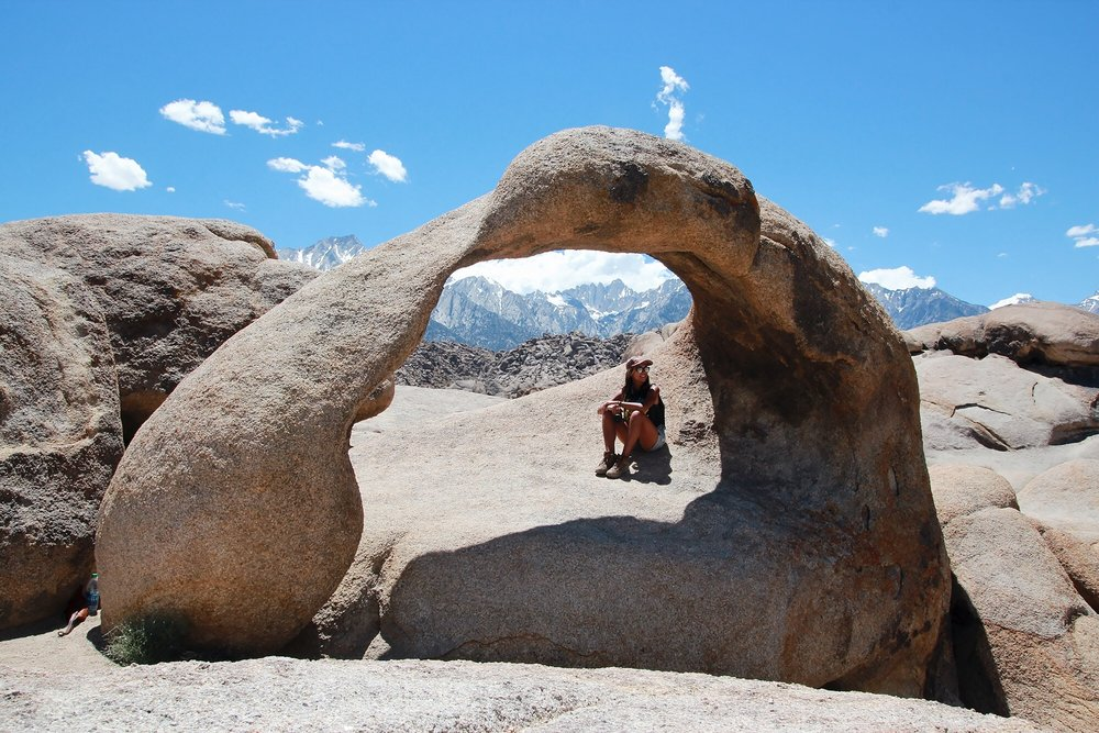 Mobiles Arch, with a view of Mount Whitney