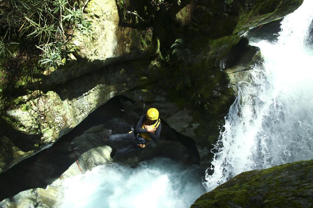 chrissihernandez-newzealand-queenstown-canyoneering-02