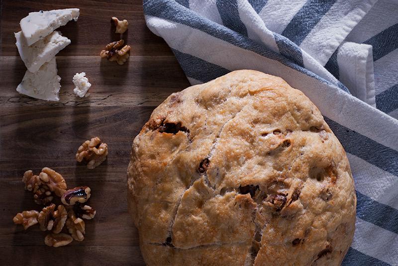 No Knead Bread: Walnut & Blue Cheese | www.breadandbrushstrokes.com