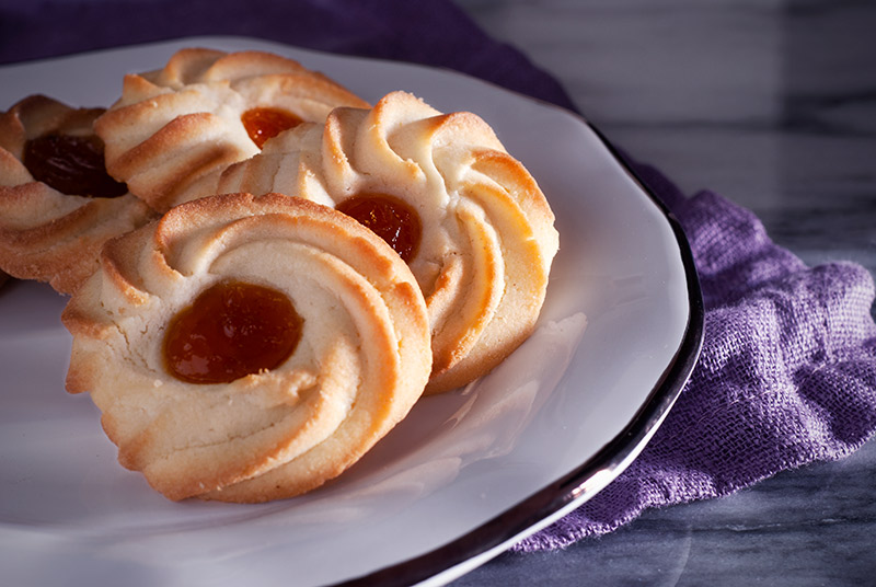 Spritzgebäck Butter Cookies - Piped Spritz | www.breadandbrushstrokes.com