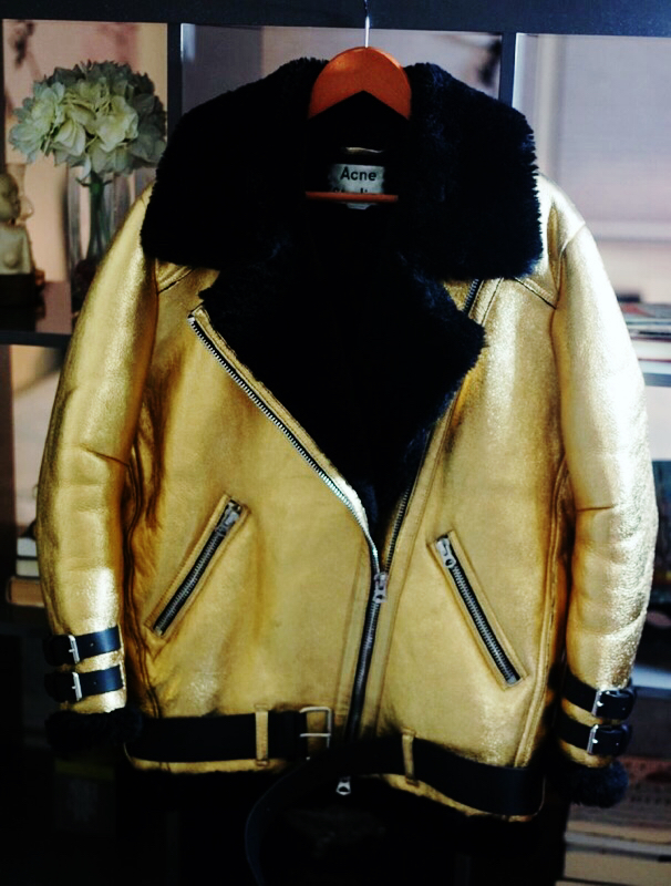 Christine_the_style_d'affaire_acne_studios_designer_bold_gold_black_moto_jacket_nyfw_sophistication_fashion_forward_editorial_Velocite_thick_soft_shearling_straps_belt_cow_winter_trend_cold_mood.jpg