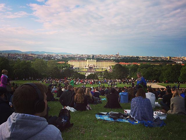 Wir sind bereit 🎻🎼🌲🌳🐿😍 #sommernachtskonzert #schoenbrunn #wien #vienna #viennagram #VIEwoWAS #keinLTE #dankeTMobile