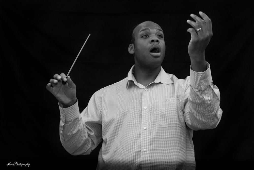 Phillip Schultz conducting Hine Ma Tov, a Jewish Hymn.