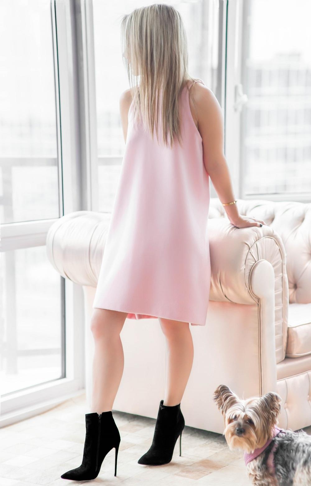 pinkdress_blackbooties