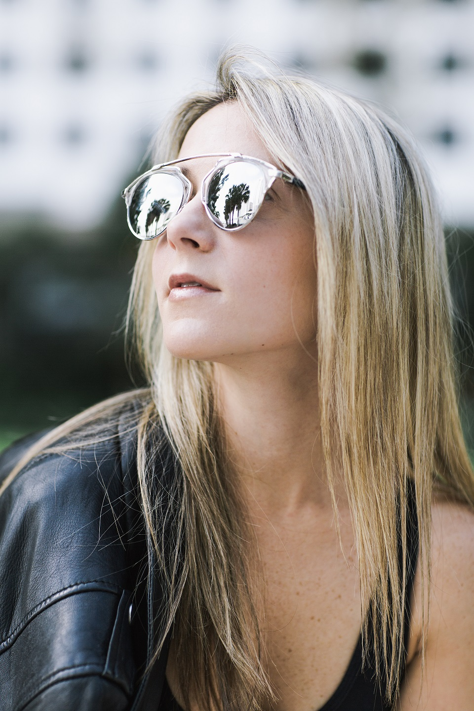 leatherjacket_mirroredsunglasses