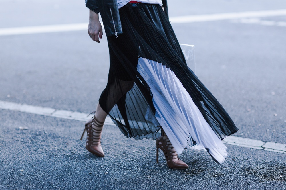 black_pleated_Skirt