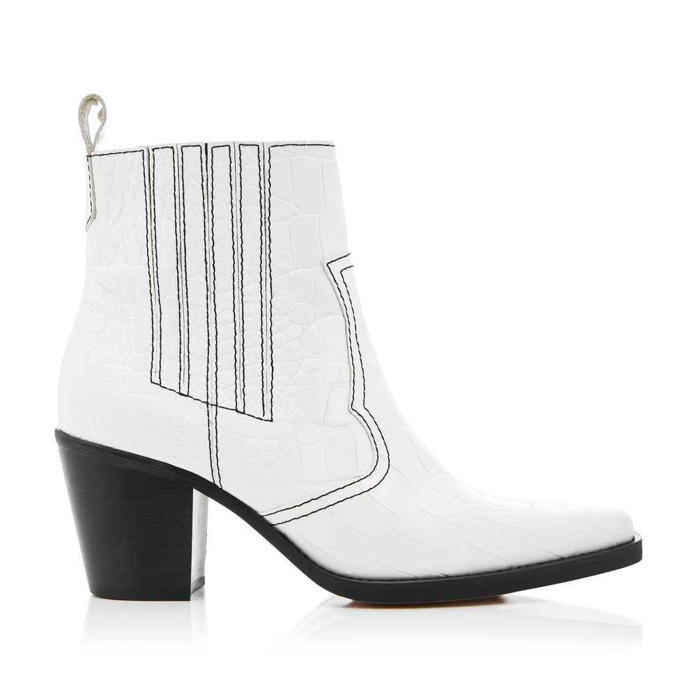 Shop this boots by clicking on the image or  HERE .