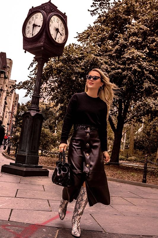 black-cashmere-sweater-crewneck-uniqlo-christie-ferrari
