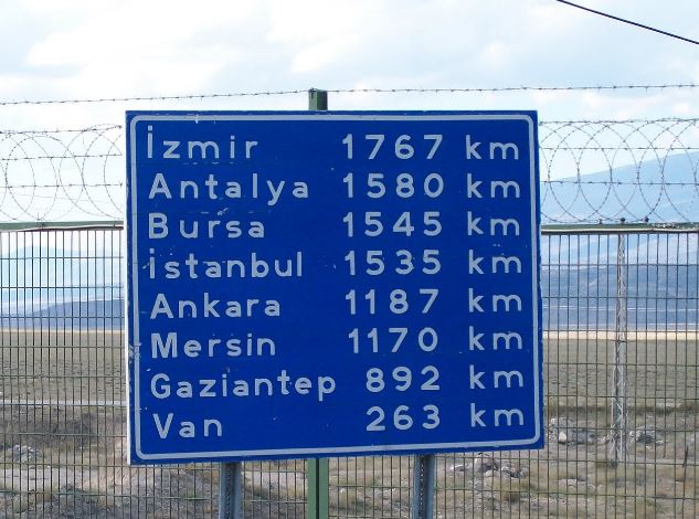 Road sign outside Gurbulak, Turkey-Iran border