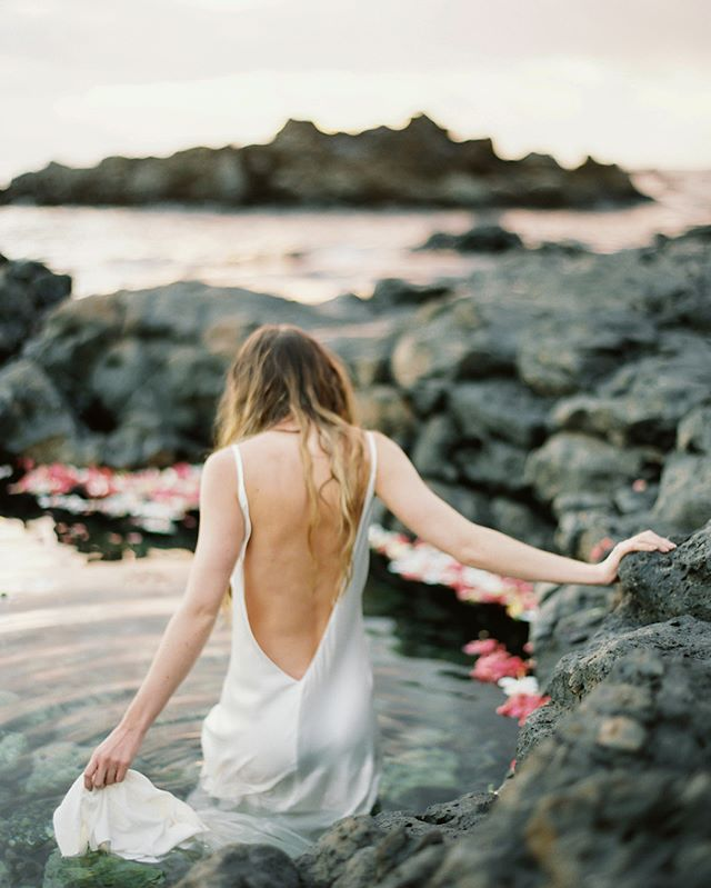 Come away with me, into warm pools of ocean water and flowers on Maui's volcanic shoreline. 🙏✨💗 Photos by @donnyzavalaphotography with @lenamedoyeffbridal @isabellestark