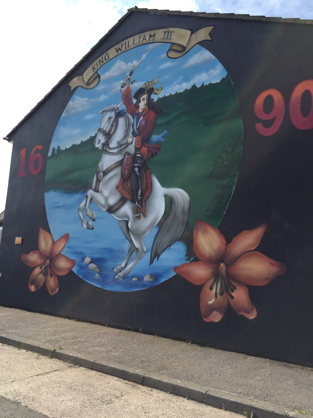 Mural about the Battle of the Boyne...King William was a protestant, who over threw James II, a catholic.