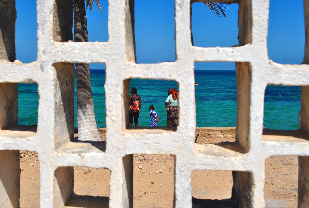 Through the Wall /  Ilha de Mozambique
