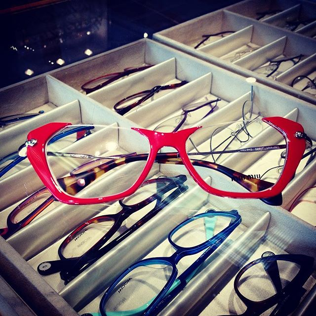Miu Miu at Central Vision Care #centralvisioncare #MiuMiu #eyzz #eyeglasses #fashion