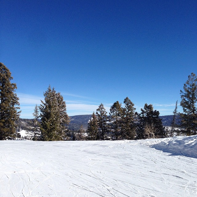 Bluebird in the hills today!! Get out of the nasty inversion and go shred!!