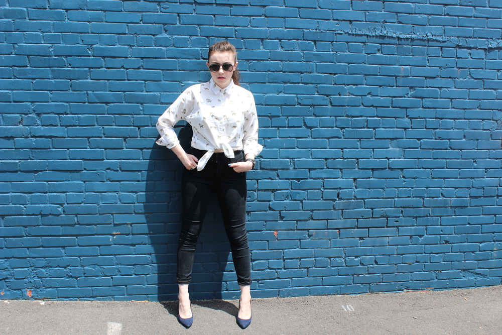top: Madewell, jeans: Urban Outfitters, heels: Madewell, glasses: Ray-Ban