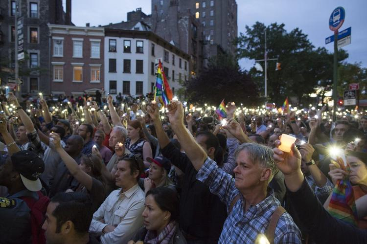 vigil for Orlando victims at the Stonewall Inn in NYC (photo copyright the New York Daily News)