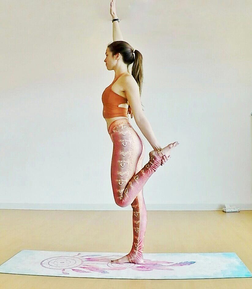 standing bow pulling pose 3.jpg