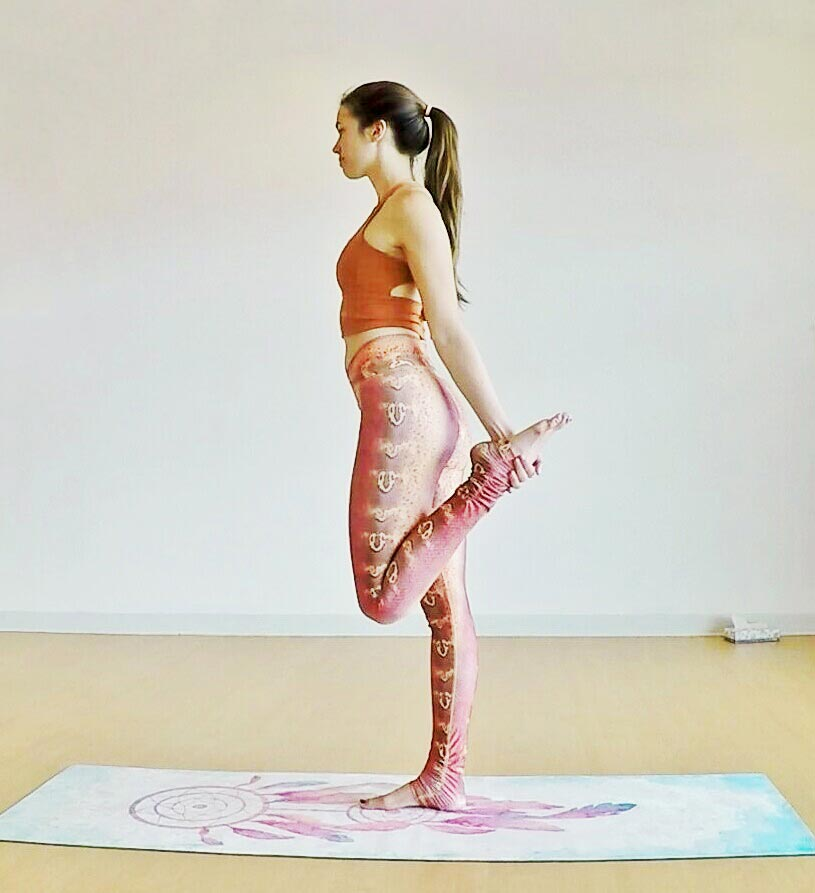standing bow pulling pose 4.jpg