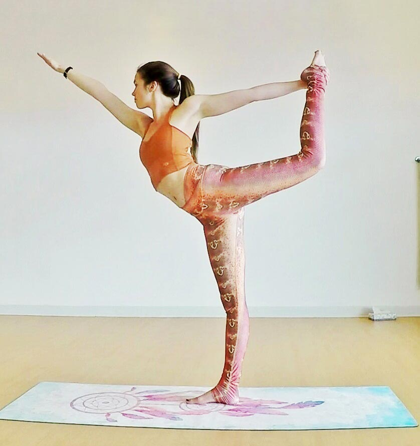 standing bow pulling pose 5.jpg