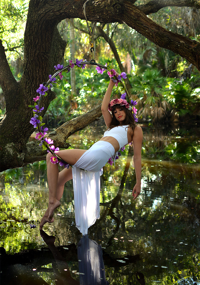 Mika-Yoga-Wear-Lyra1.jpg