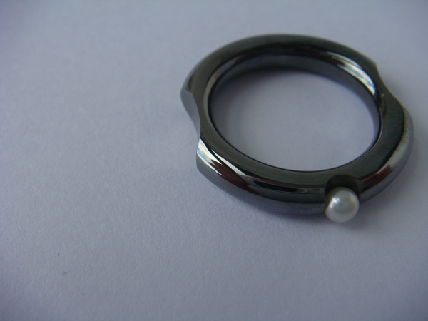 pearl ring black rhodium.jpg
