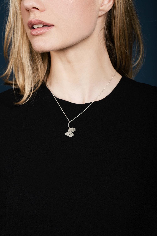 Ginko leaf pendant silverII.jpg