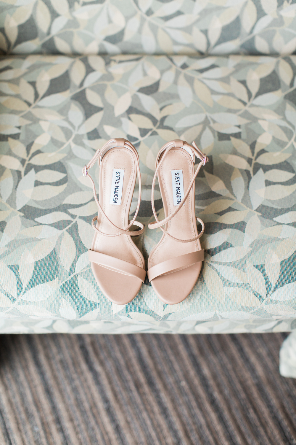 05-wedding-shoes-on-chair.jpg