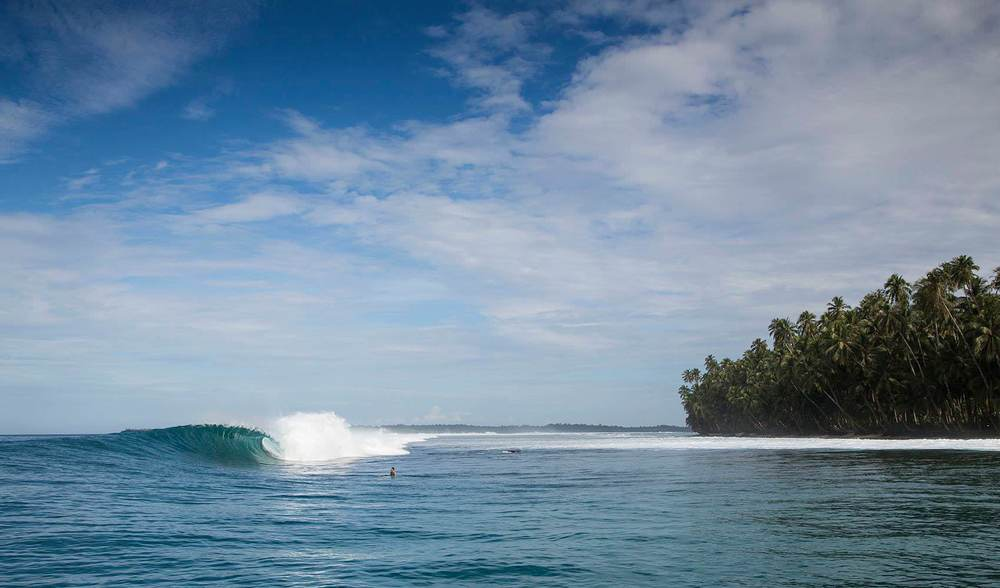 Mentawai surfing indonesia