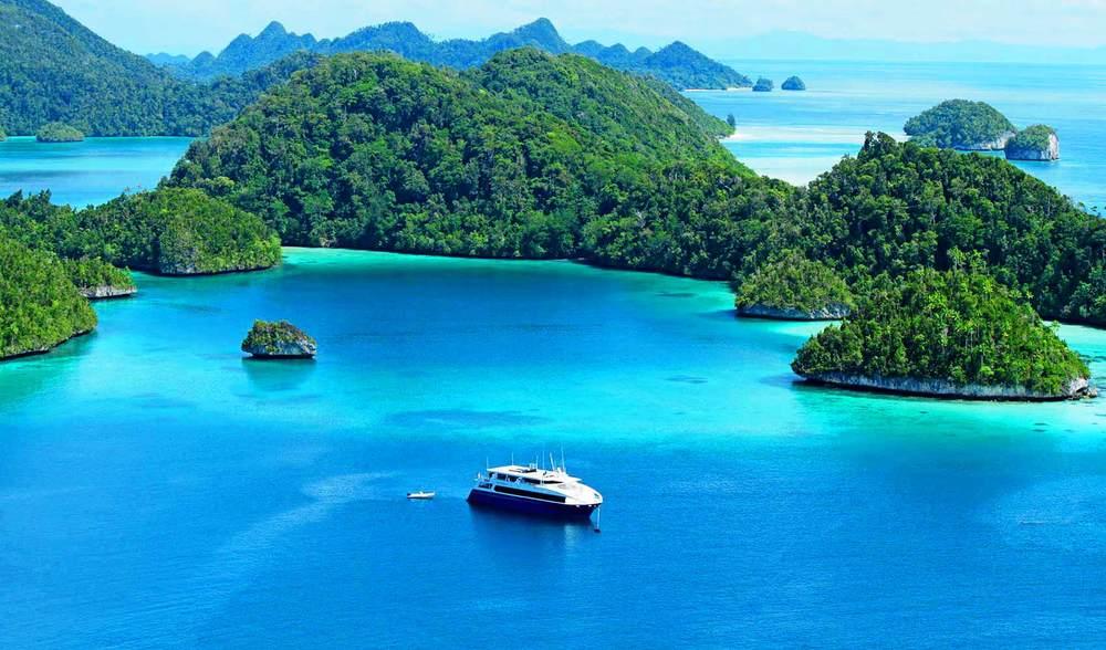 Ratu Motu West Sumatra West Papua Raja Ampat Indonesia Luxury Travel Experiences (5).jpg