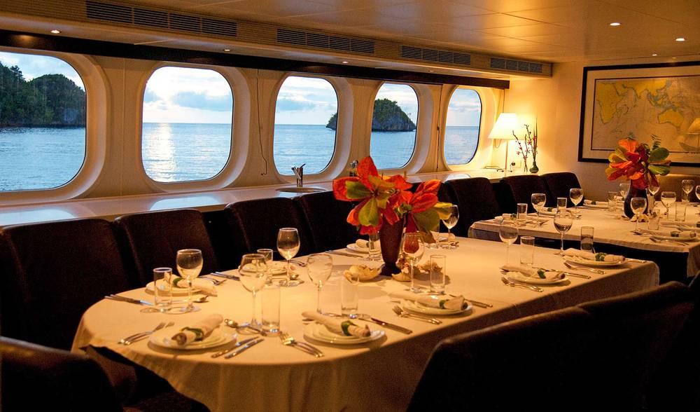 world-class dining aboard the Ratu Motu super yacht