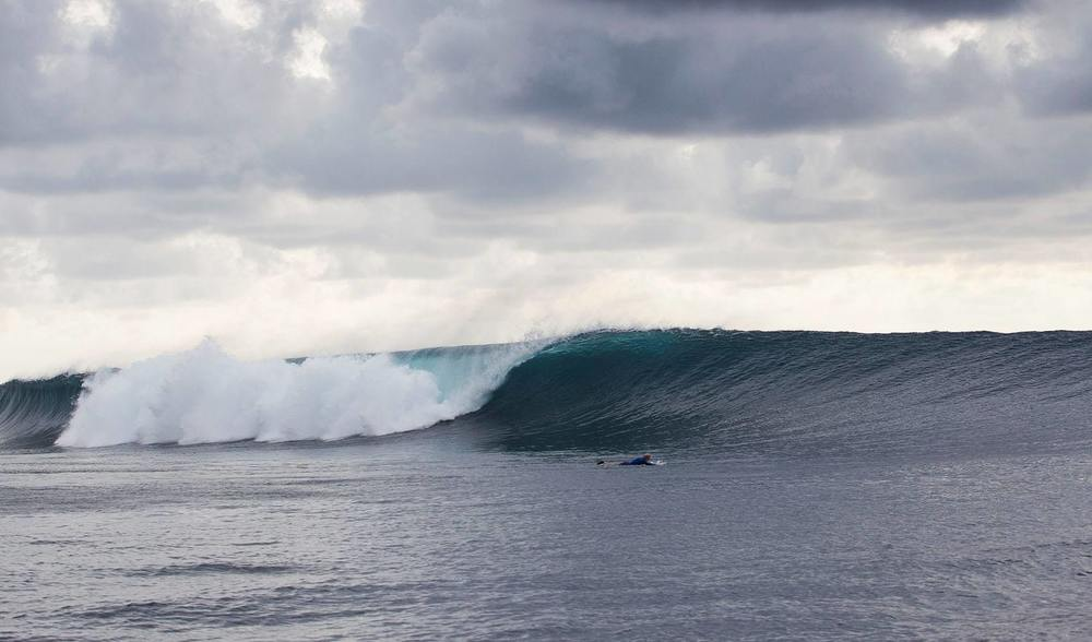 another beautiful wave surfed by the guests of the ratu motu