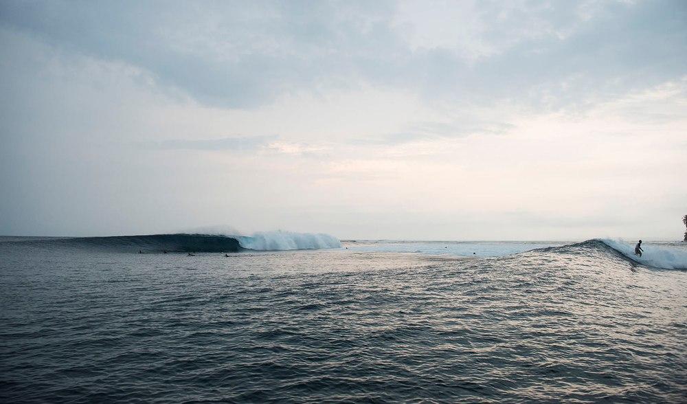 clean surfing conditions around west sumatra