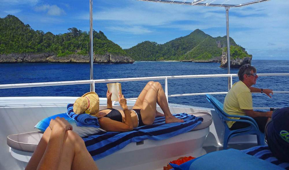 relaxing in style aboard the spacious ratu motu