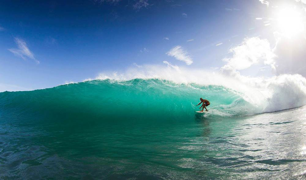 Glassy barrel pit tube indonesia surfing