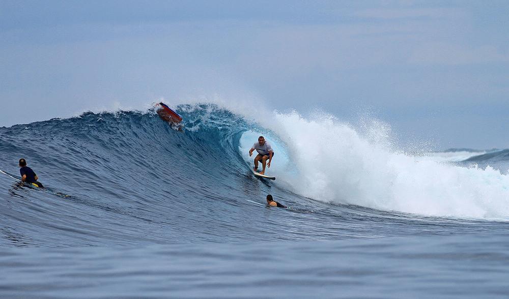 GTs surf pinnacles on Telo
