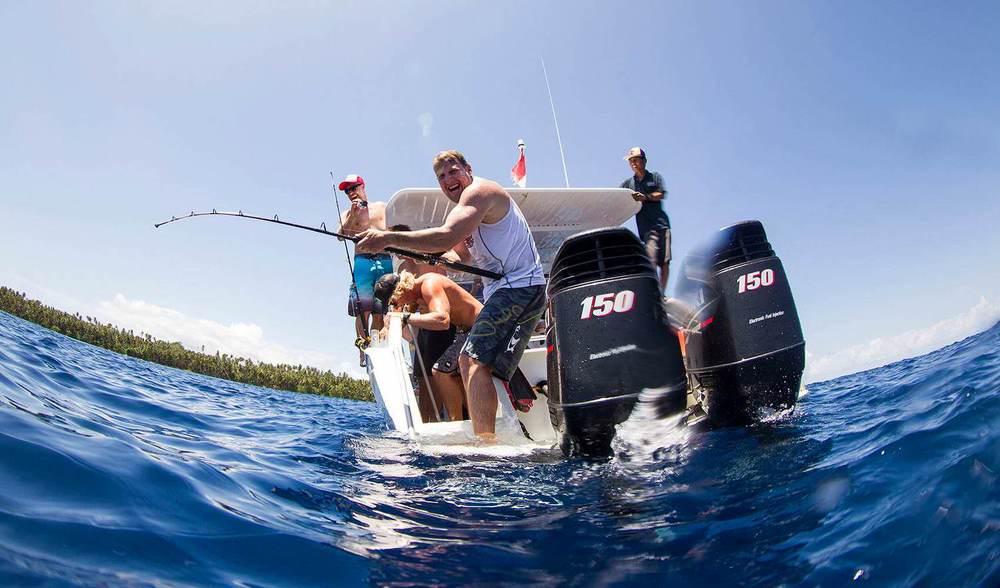 PESCA Nós levamos pescaria à sério e oferecemos de tudo: desde pesca recreativa (focada em agulhão-bandeira, cavala, wahoo e atum) à captura com popper (para GTs) e pesca com isca regular que dá resultados com todos os peixes, como truta de coral e atum.