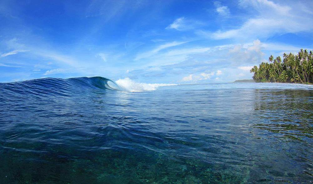 Clear water and perfect surf in Telo Islands Indo