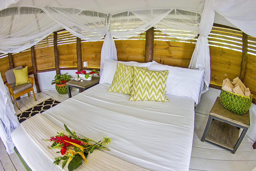 Luxury 5 star ocean front accommodations family vacation samoa