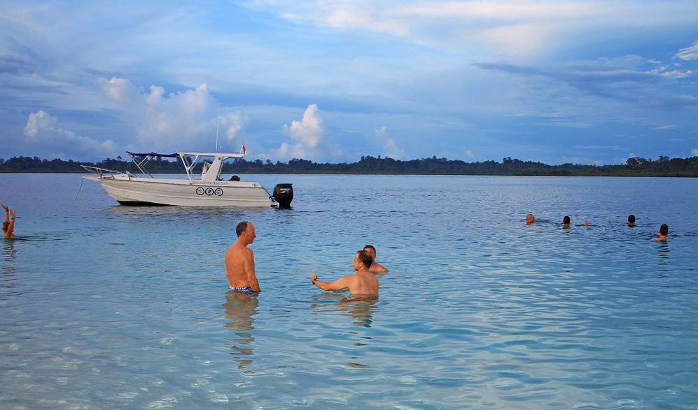 Telo_Island_lodge_Swimming.jpg