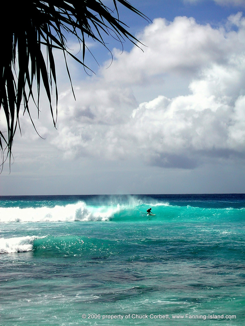 Fanning-Island-Resort epic surfing waves in the pacific ocean