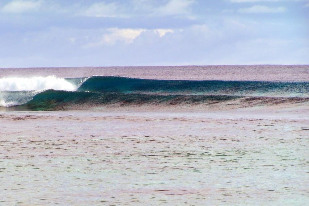 Fanning-island-resort-surfing-Fanning-left
