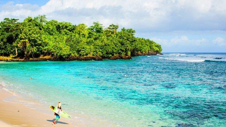Com Aganoa Right, a direita perfeita, à um pulo da nossa praia privada; e a Little Lefts na porta da sua cabana: você não vai querer ir embora desse paraíso. Acessível para toda a família e à cinco horas de distância do Havaí ou Austrália.