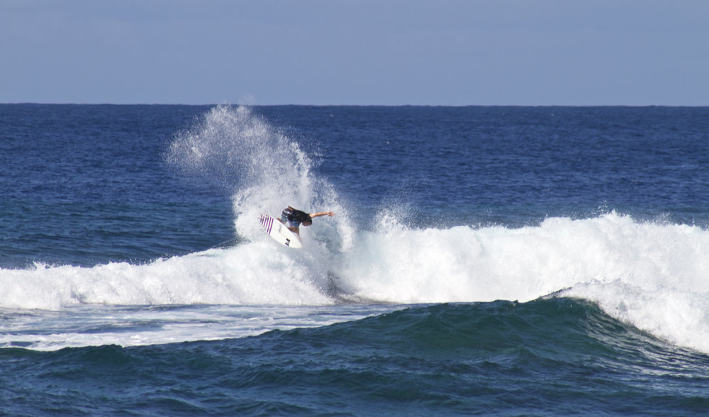 uncrowded wave technical surf.jpg