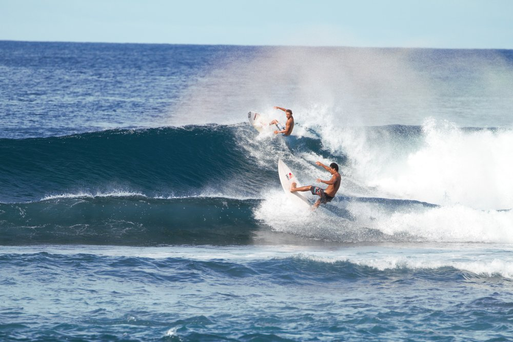 Synchronised surfing?