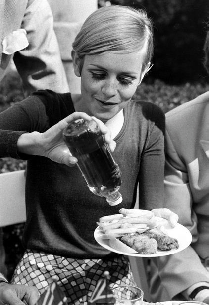 A rare photograph of off-duty twiggy by  ralph crane