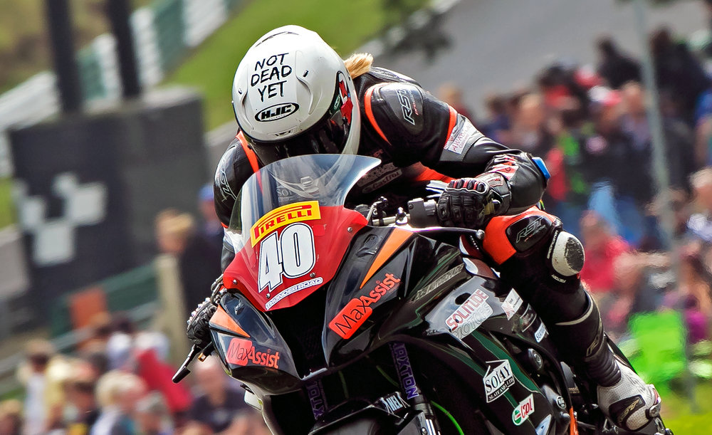 Nadieh and the amazing Cadwell Park crowd, photo by  burnoutmedia.uk
