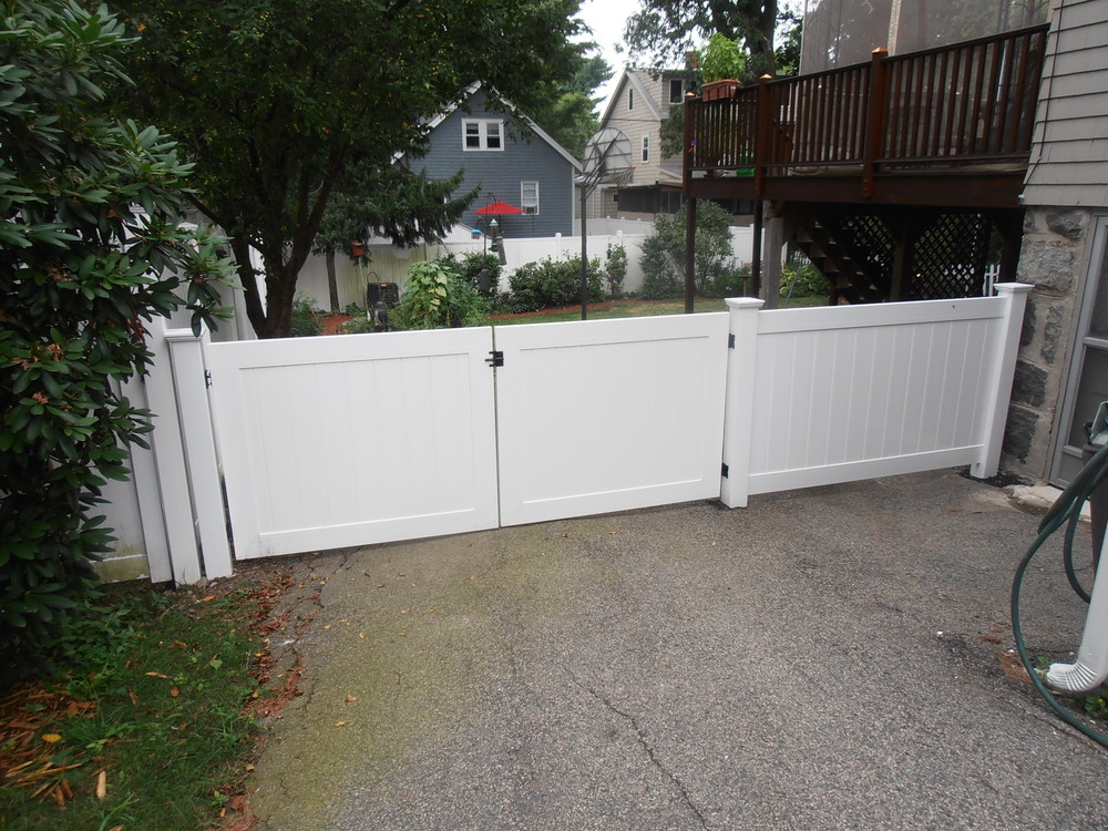 1 New Vinyl Fence West Roxbury Wolf.JPG