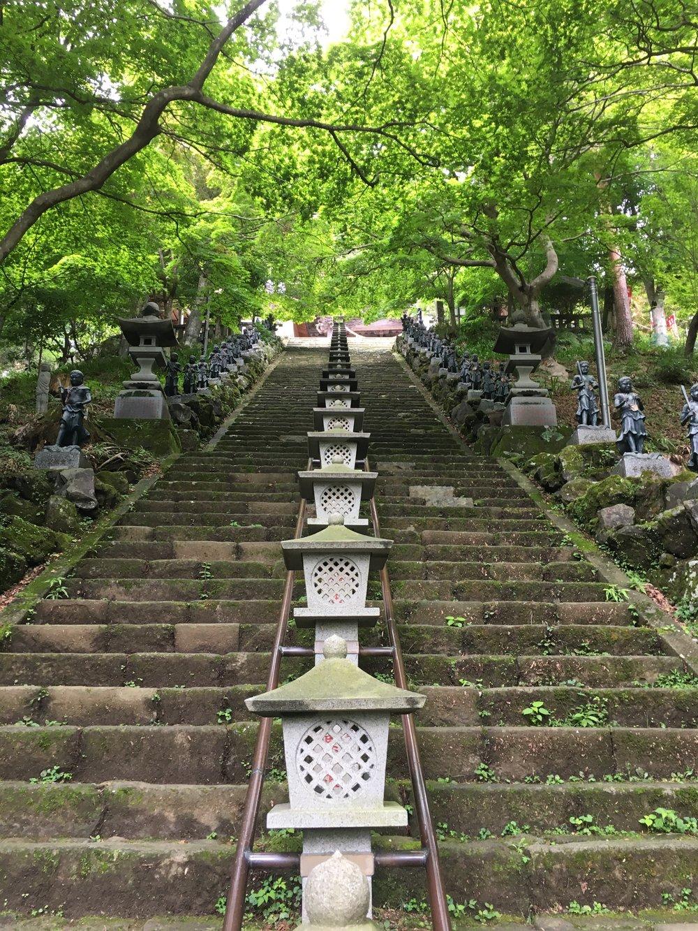 Mt Oyama-Staircase-大山さん